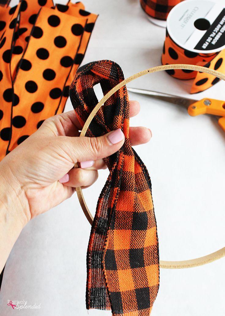 Halloween Ribbon Wreath – Easy DIY Halloween wreath tutorial!