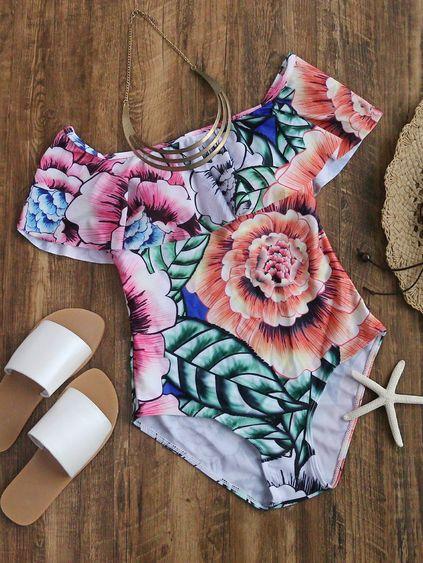 un morceau de maillots de bain des motifs floraux multicolore