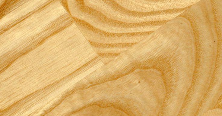 Construindo um tampo de madeira para um balcão de bar. Você pode construir uma variedade de tampos de madeira para seu bar. Ainda que a água possa manchar rapidamente e danificar a maioria das madeiras não tratadas, é possível proteger a superfície com várias técnicas, e diferentemente do mármore, do granito, do aço inoxidável e do zinco, você mesmo pode reformar esse tipo de tampo.