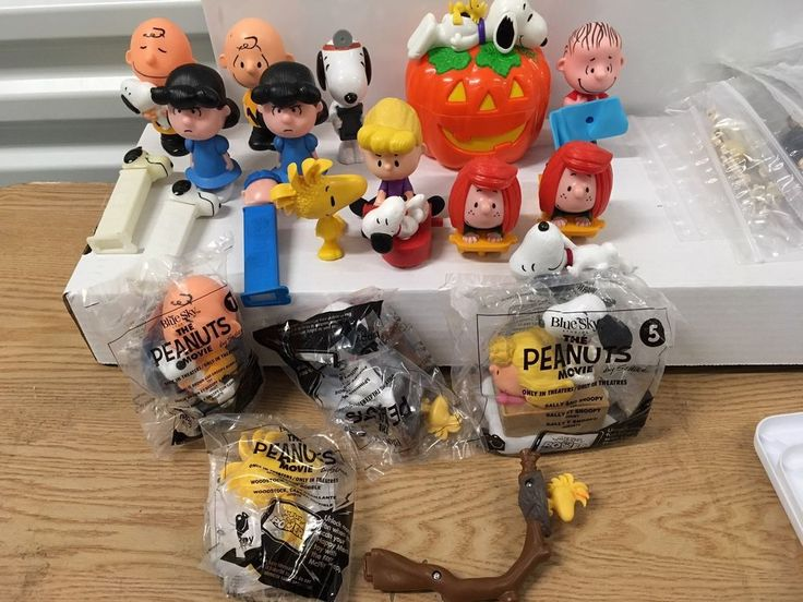 Lot of 20 Peanuts Toys, Pez, Snoopy Charlie Brown Halloween Linus Lucy Mcdonalds  | eBay