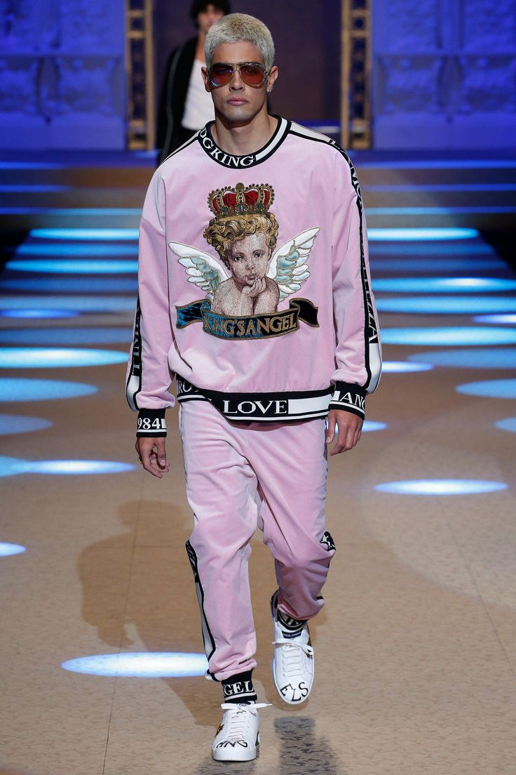 Dolce & Gabbana Fall 2018 Menswear Fashion Show Collection #MensFashionFall #Men…