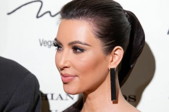 Kim Kardashian - Hollywood inspired ponytails (via Flair.be http://www.flair.be/nl/kapsels/300149/hollywood-loves-ponytails-15-x-inspiratie)