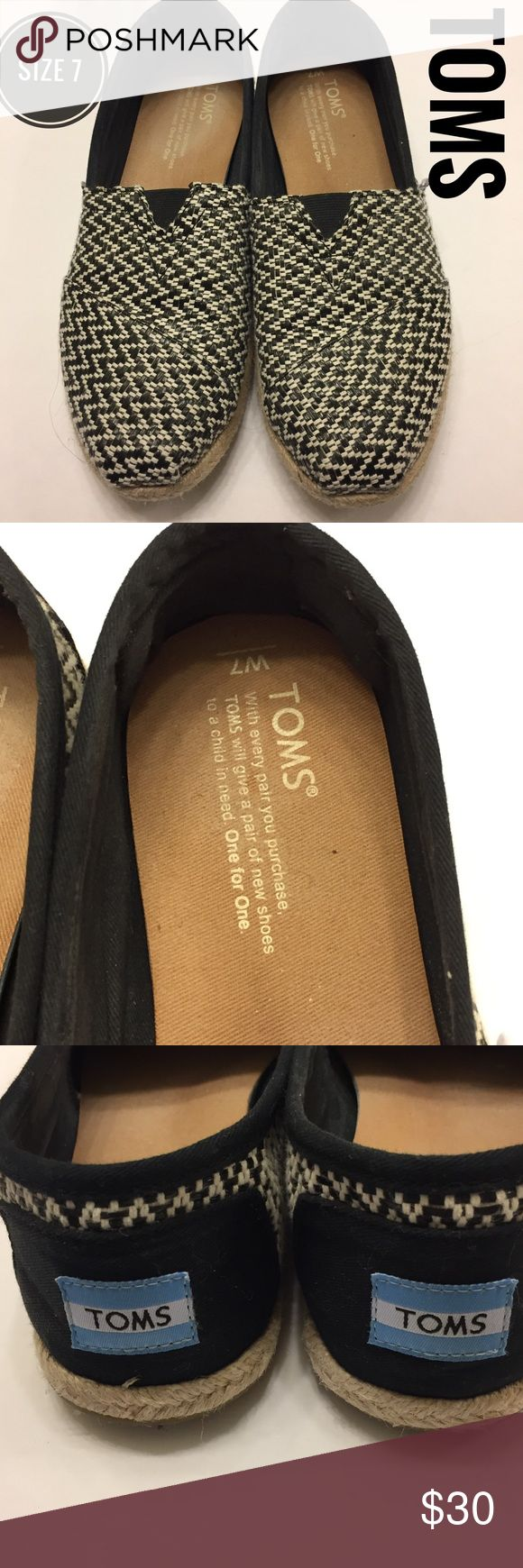 Sz 7 TOMS chevron print flats EUC Just worn a couple of times - excellent condition. Fun print but can still go with everything Toms Shoes