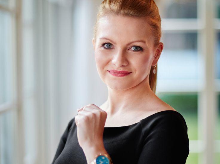 Ewa Wardęga - Sawicka - Od 2008 roku właścicielka agencji weddingowej Kraina Ślubów, zajmującej się organizacją ślubów i przyjęć weselnych dla najbardziej wymagających Klientów. Od 2010 roku Członek Polskiego Stowarzyszenia Konsultantów Ślubnych. Przez rok pełniła funkcję PR Managera PSKŚ, a od 2015 roku Rzeczniki Prasowy Stowarzyszenia.  http://ladybusiness.pl/czlonkinie/ewa-wardega-sawicka/