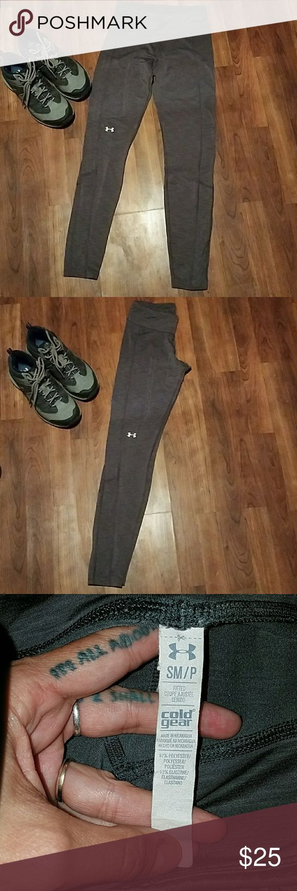 ♥UNDER ARMER Grey Yoga Skinny Pants sz Small Good Condition  Size Small  GREY- LAST Picture shows TRUE color. Mild wear/very mild PILING Workout Leggings Under Armour Pants Skinny
