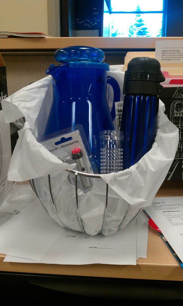 Silent Auction Basket Ideas | Silent Auction Water Basket. Featured an Alfi IsoBottle Keychain, a blue ice tube pitcher with infuser tube and an Alfi IsoBottle.