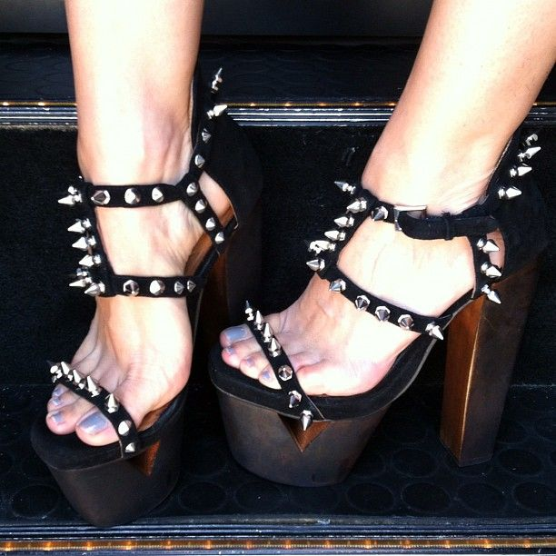 Cristina Scabbia's Feet << wikiFeet