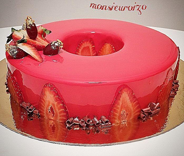 Gateau avec glacage fraise