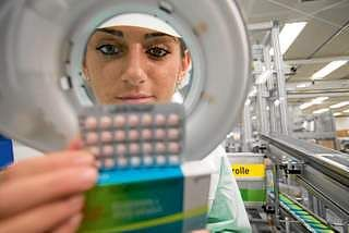 Women on pill ponder a class action over fallout. More than two hundred women who claim they have suffered severe side effects from the contraceptives pills Yasmin & Yaz have contacted a law firm investigating a potential class action against pill maker Bayer. #Yaz #Yasmin Visit our website at http://medicalclaimlegal.com. FB page - https://fb.com/TopClassAction. Twitter - https://twitter.com/CarnavanT