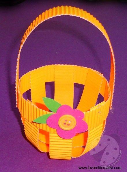 Cestino pasquale da realizzare con i cartoncini colorati per la Festa di Pasqua. Vediamo ora nel dettaglio il materiale e i passaggi da eseguire. LAVORETTO