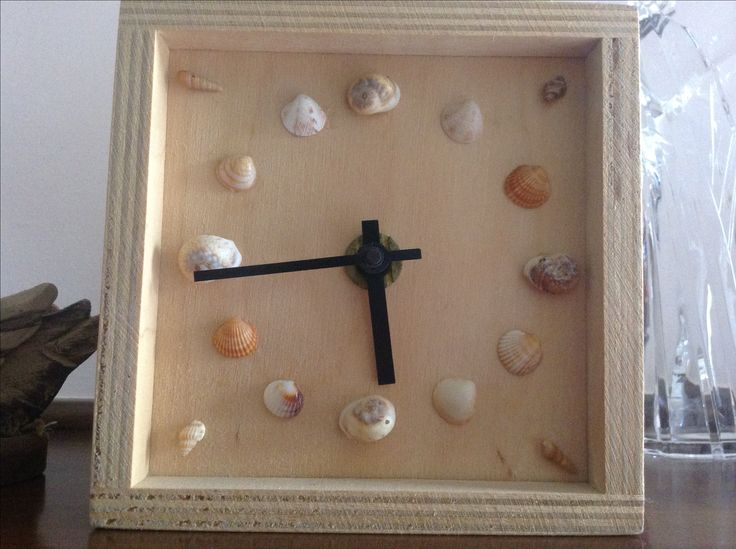 Clock with little shells