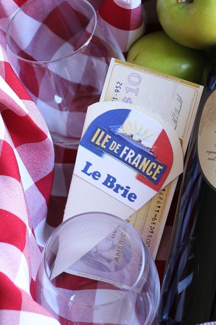 This wine and cheese gift basket is easy and economical to put together. It's elegant and delicious. It's the perfect foodie gift.