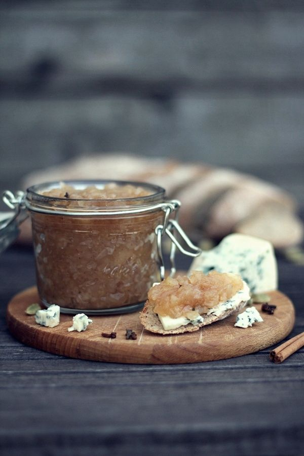Make my own chutney: apple chutney... delicious with grilled or roasted chicken!