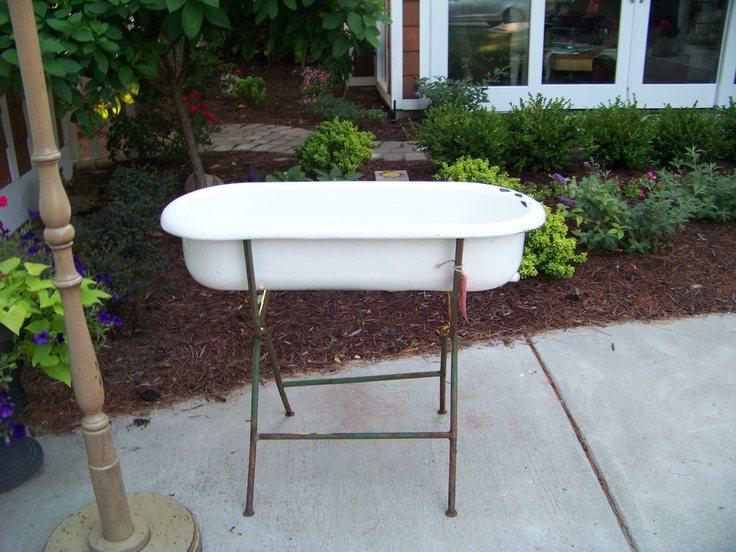 1 antique porcelain over cast iron baby bath tub on stand michigan antiques bath tubs and babies. Black Bedroom Furniture Sets. Home Design Ideas