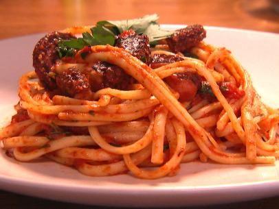 Χταποδάκι κοκκινιστό. Ένα εξαιρετικό, κλασικό και αγαπημένο πιάτο που μαγειρεύετε όλο το χρόνο στο οικογενειακό ελληνικό τραπέζι, κατ' εξοχήν δε στο σαρακο
