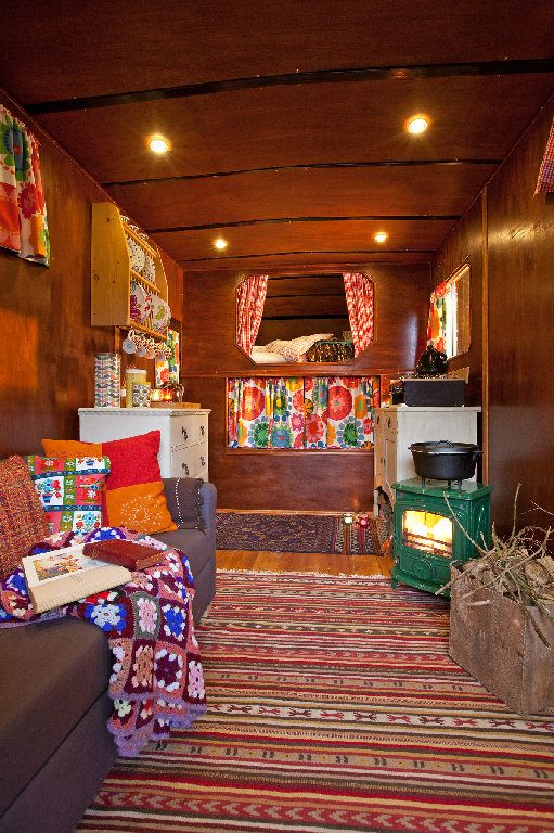 Chiddingfold Horse Box rental: My Cool holiday - Retro Style Converted Horse Box