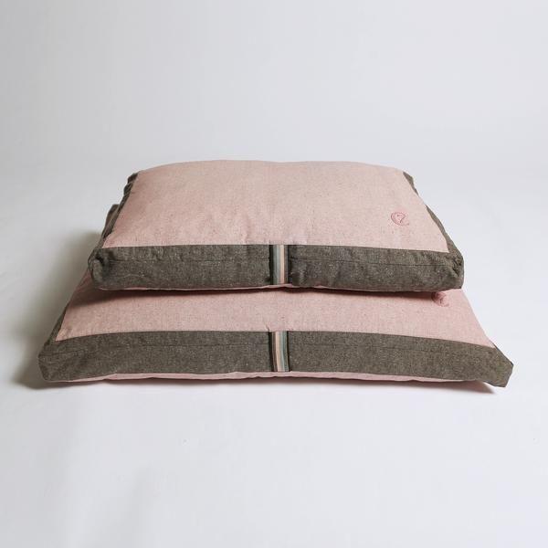 77 best paniers plaid et coussins pour chiens images on pinterest. Black Bedroom Furniture Sets. Home Design Ideas