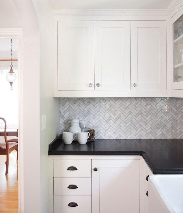 31b99d29318068610f3f27d6a8d4cc12--black-granite-kitchen-white-kitchen-cabinets-with-black-countertops.jpg 634×740 pixels