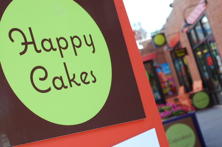Happy Cakes Bakeshop :: Denver - supporting #racenextplace 2013. Cupcake <3 at first bite!
