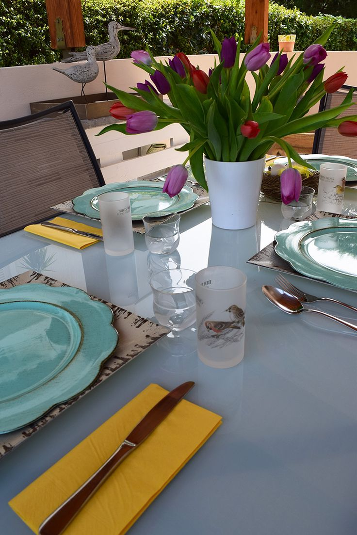 A fun outdoor Easter tablescape, styled by myonolifestyle.