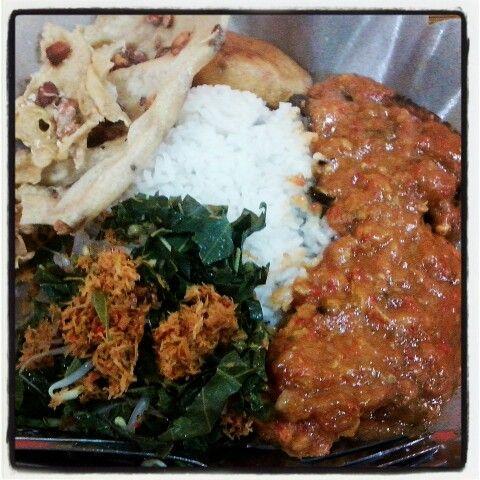 Sego Boran khas Lamongan #indonesianfood #lamongan #spicy urap2, peyek, gorengan, bandeng