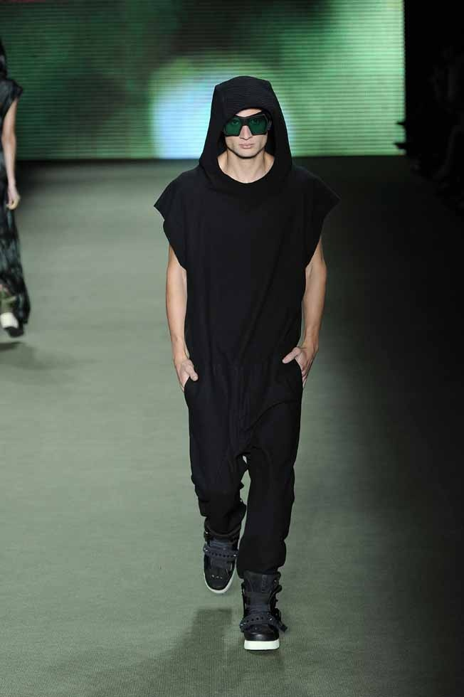 LOOK 38    33632 Neoprene wool overalls  34965 Acrylic and resin lapidated glasses  34204 Plush boots