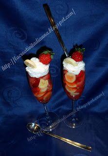 La Creatività di Anna!!!: Dessert goloso: Fragole ubriache con panna e banane.