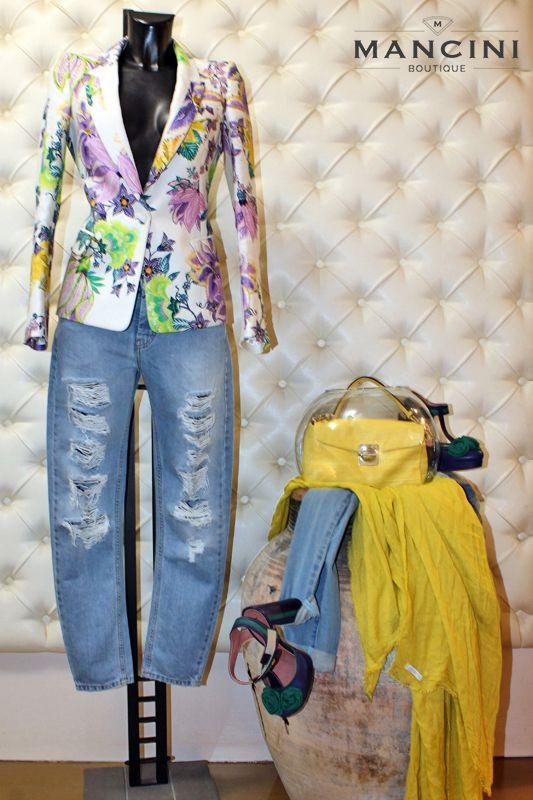 Jeans e Scarpe Twin Set, Giacca Roberto Cavalli e borsa Marc by Marc Jacobs