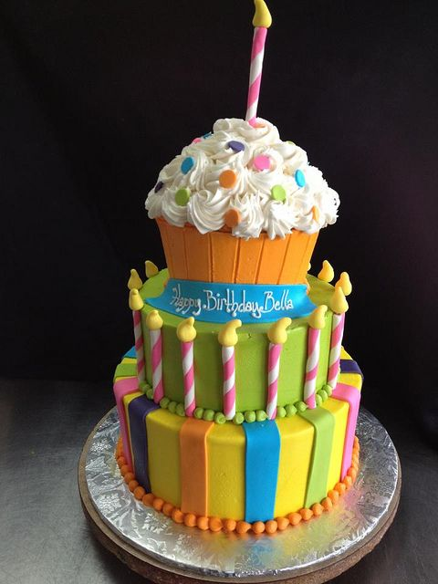 Tiered Cupcake Birthday Cake  I think I can do this. I'll modify (make smaller) for Elizabeth's birthday...something to think about anyway.
