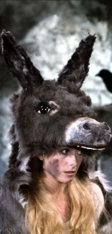 Peau d'ane (1970) Catherine Deneuve in title role & director Jaques Demy - Ezelsvel. Costume design: Gitt Magrini