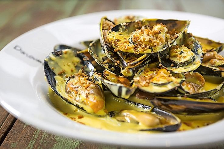 The Mussel Gratin @ Donovans, 40 Jacka Boulevard, St Kilda.  Photo by Chris Hopkins.