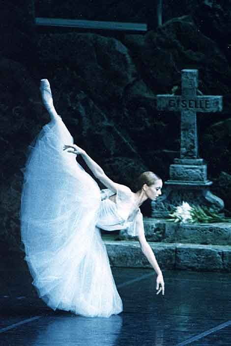 Diana Vishneva... saw her with Randy Dancing Balanchine's Rubies with the Russian Ballet. Ballet beautie !