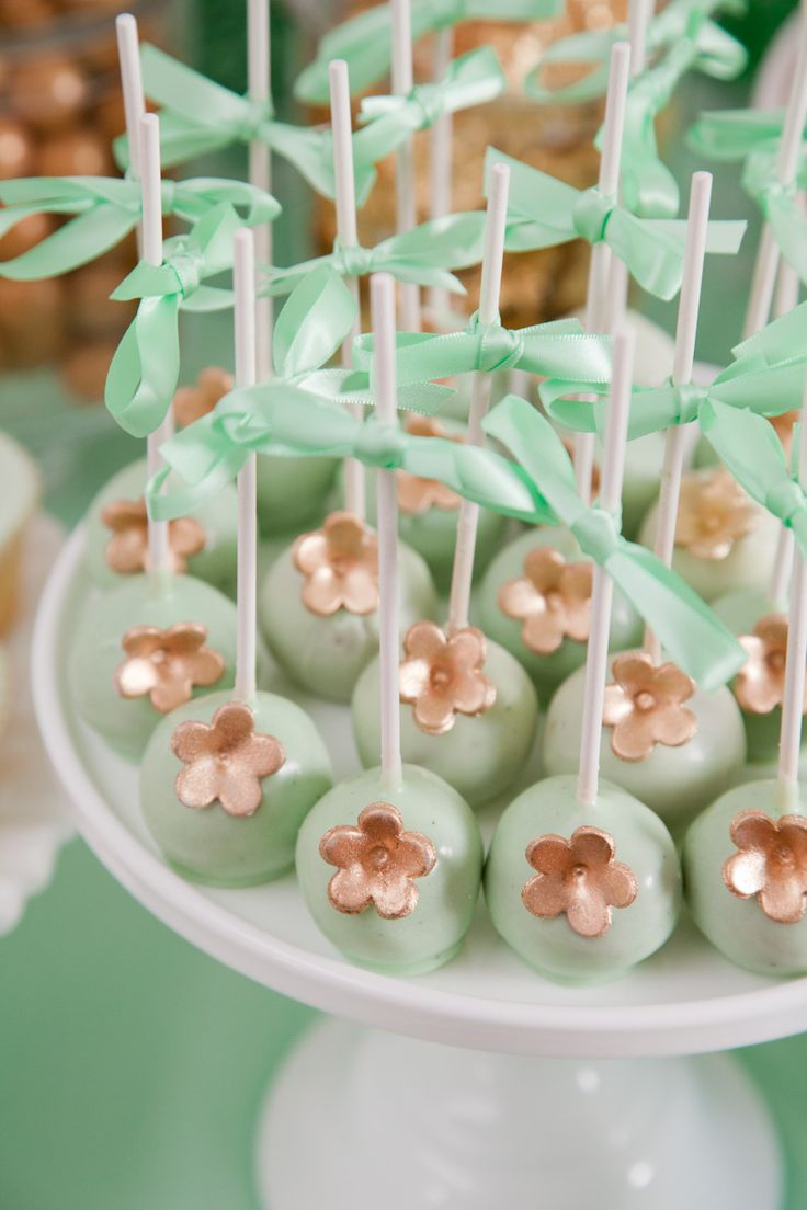 Mint + Gold Cake Pops....what if we did a pink and gold!?  Oh look! Cute - same ones I did in mint and watermelon for little sooti last year. Love them in mint & gold!