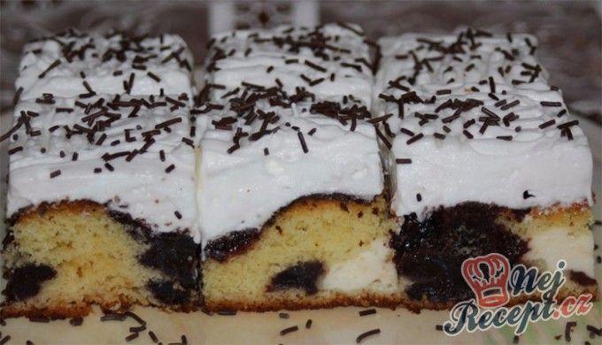 Výborný koláč s tvarohem a povidly