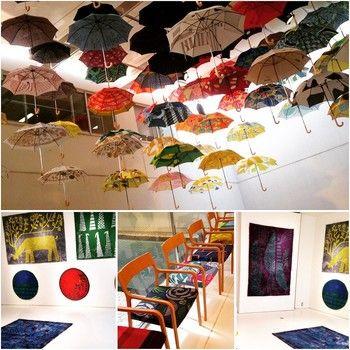 今回は傘だけでなくラグとタオルも加わり展示のボリュームもアップ。