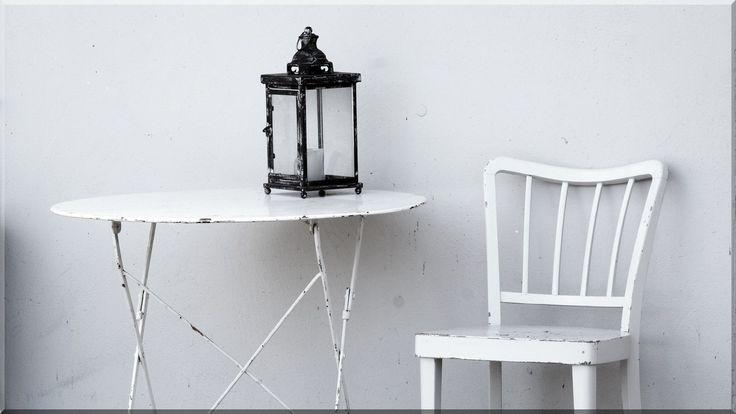 Kis szék asztallal