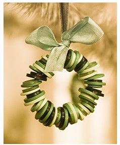 Button wreath - reds, greens, whites... Repinned by www.mygrowingtraditions.com