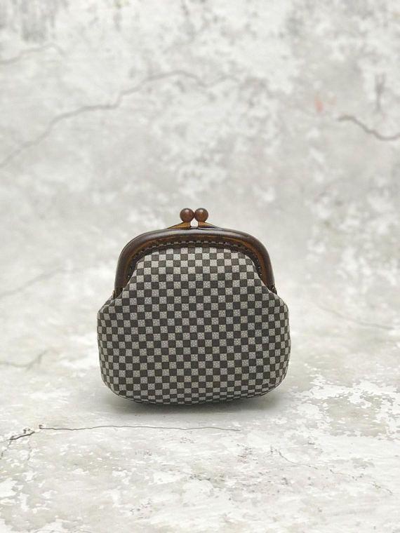 Plastic frame purse change purse coin pouch kiss lock coin