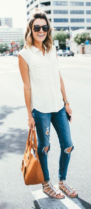 Blusa blanca cuello colegial + vaquero + sandalias colores verde o marrones
