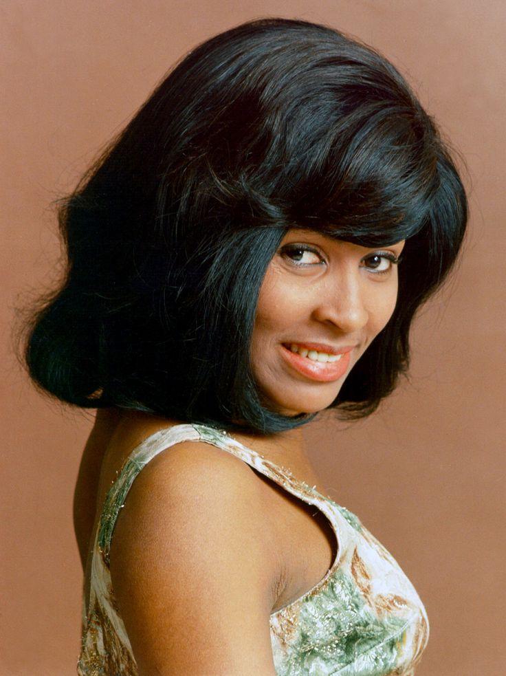 La question du jour : Tina Turner est-elle suave en vert ?