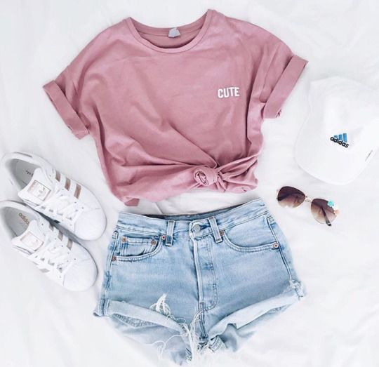 Pomysł na różowy T-shirt http://womanmax.pl/pomysl-rozowy-t-shirt/