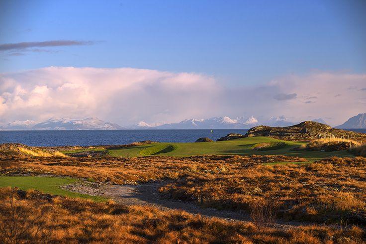 Lofoten Links, Golfen im Schein der Mitternachtssonne - Foto:  Kevin Murray/lofotenlinks.no http://lofotenlinks.no/image-gallery/