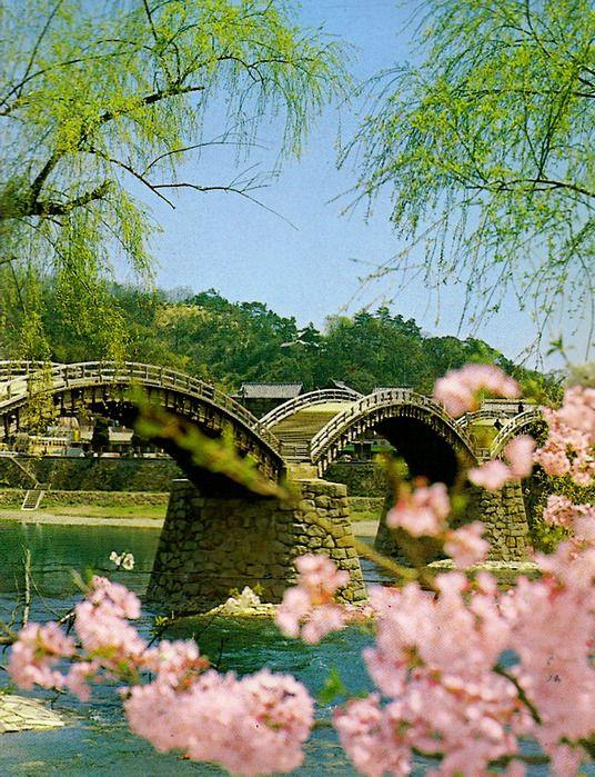 Bridge Kintai-kyō (錦 帯 橋) in Iwakuni (岩 国) (prefecture Yamaguchi), Japan