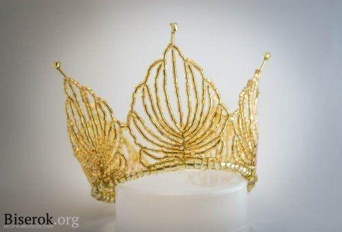 Золотая корона из бисера
