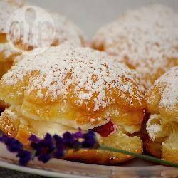 Pasticcini ripieni di frutta e meringa @ allrecipes.it