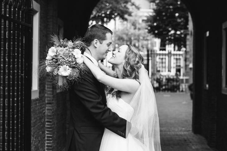 In augustus mocht ik een prachtige loveshoot schieten in de binnenstad van Leiden, voor de bruiloft van Emily en David