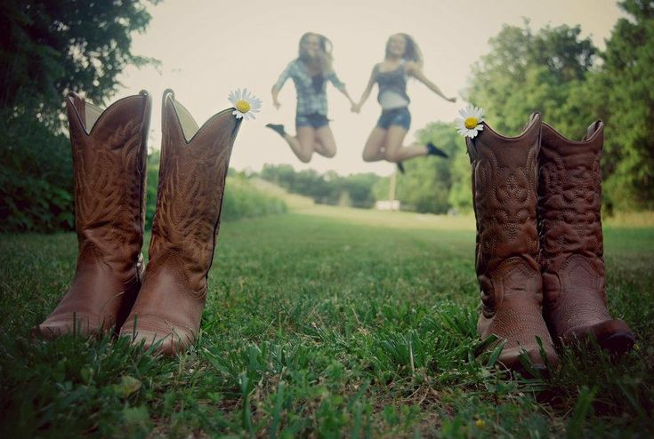 bestfriends. fun shoot in the country
