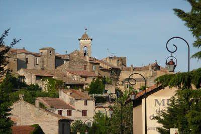 Chateauneuf du pape route des vins du cote du rhone autour d avignon