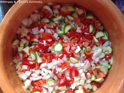 Πόσο χαίρομαι που εμφανίστηκαν οι ντομάτες , οι μελιτζάνες και τα κολοκυθάκια στις λαικές αγορές, δεν περιγράφεται. Εννοείται ότι περιμ...