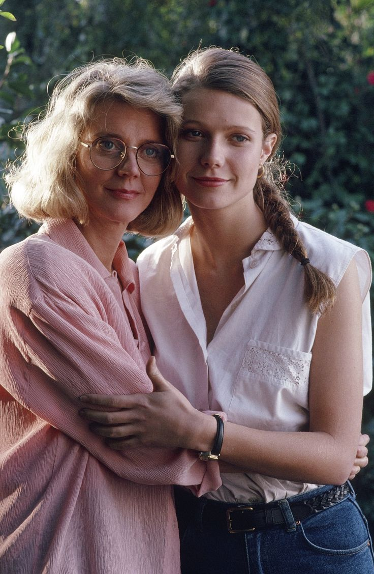 meilleures id eacute es agrave propos de blythe danner sur blythe danner daughter gwyneth paltrow 1992 photo mother daughter duo on the set